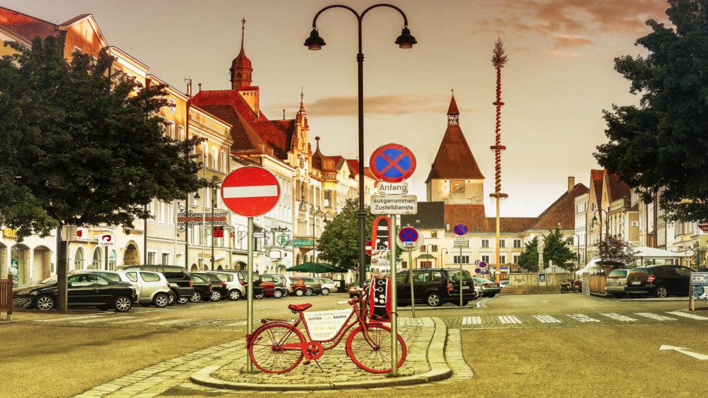 A_BR_Braunau_04_Stadtplatz (Dirschl Johann)