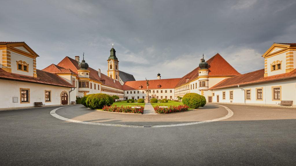 A_RI_Reichersberg_01_Stift Innenhof (Dirschl Johann)