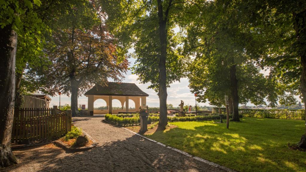 A_RI_Schärding_09_Schlosspark Pavillion (Dirschl Johann)