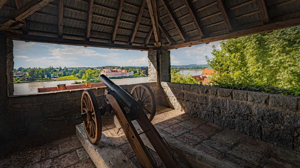 A_RI_Schärding_12_Schlosspark Kanonenturm (Dirschl Johann)