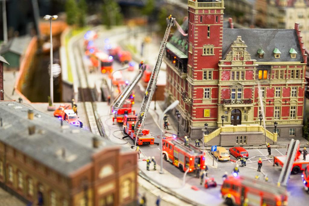 Hamburg Miniaturwunderland Feuerwehr mit Schaerfeebene