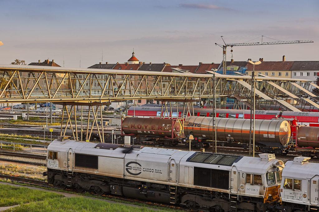 Übergang mit Zügen